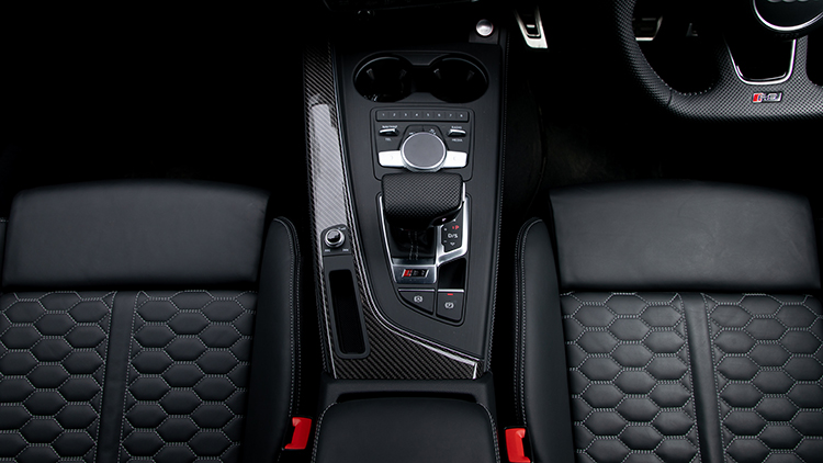 Centre console of the Audi RS4 Avant.