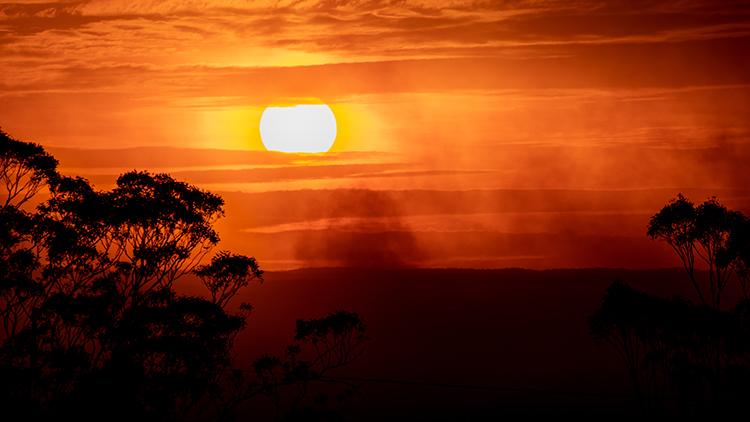 Setting sun obscured by smoke from the Green Wattle Creek bushfire